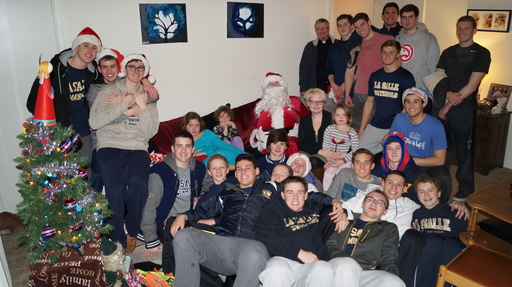 Swim Team Completes Annual Christmas Service Project