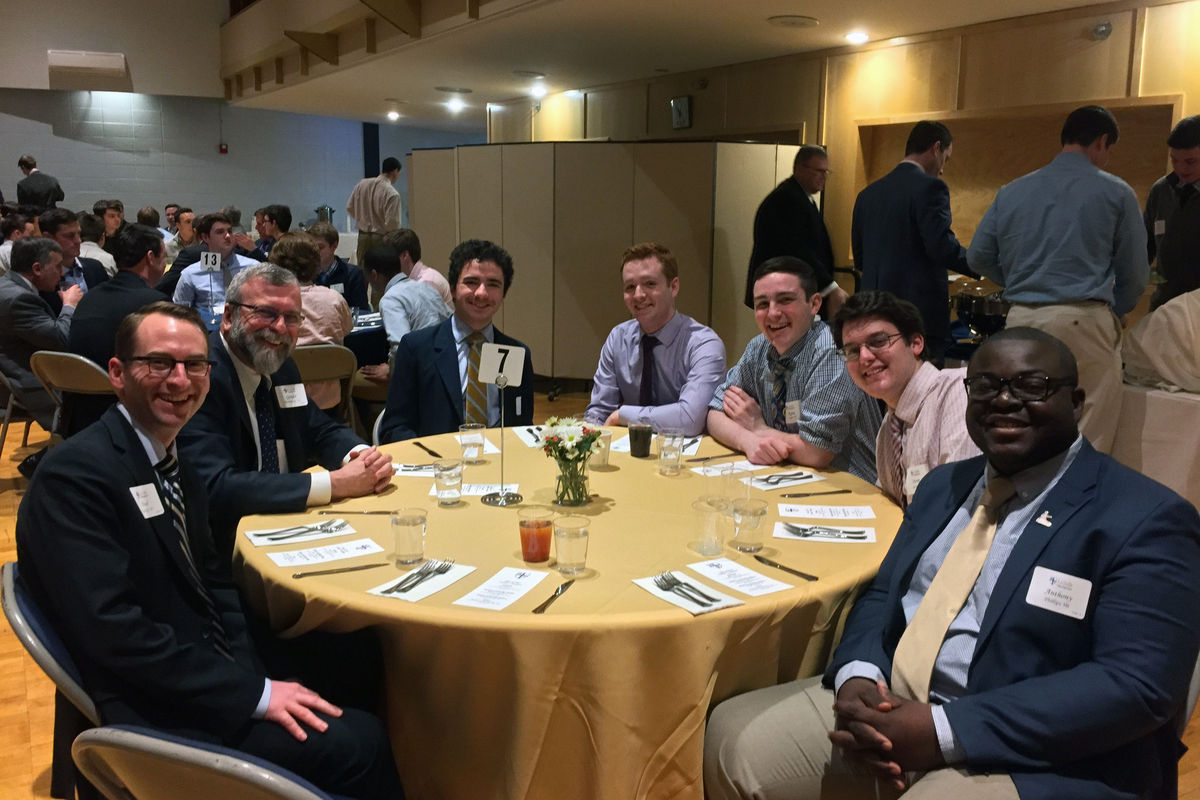 Seniors and Alumni Interact at Leadership Luncheon