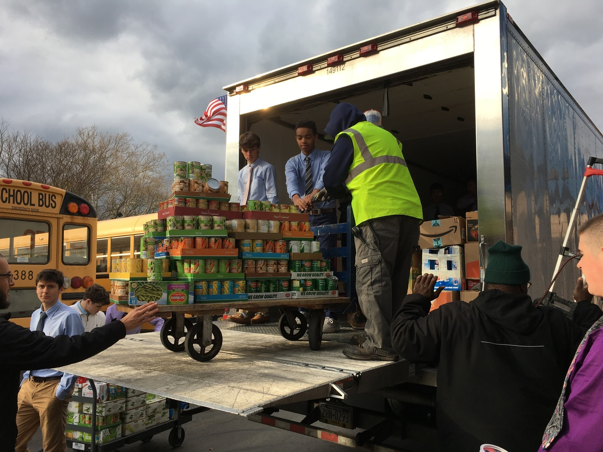 La Salle Community Collects Over 20,000 Non-Perishable Food Items to Assist Local Families in Need